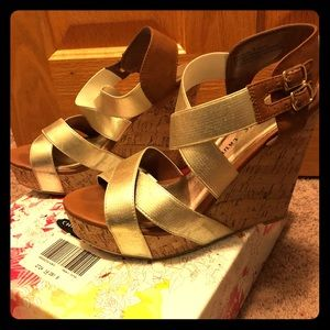 Chinese Laundry Destinee Gold Wedge Size 9